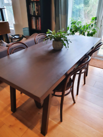 Beautiful Dining Table - DELIVERY AVAILABLE (postcode dependent)