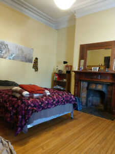 Big bright room available on South Park Street