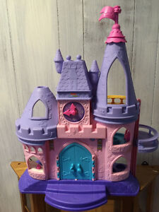 Fisher Price Princess Castle with 4 people