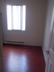 595$,4 1/2. Available 1st September. Lachine(St-Piere).