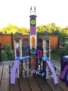 Toy Doll House -  Halloween  MONSTER HIGH Play Set