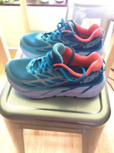 HOKA ONE ONE Clifton 3 size 7  in Blue Jewel/ Neon Coral