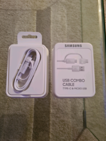 Official Samsung 2-in-1 Charge & Sync USB-C & Micro USB Cable - White.