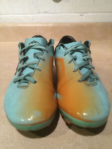 Youth Umbro GT Outdoor Soccer Cleats Size 4 London Ontario image 2