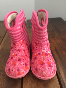 Toddler Bogs Sz 8 (Flowers and Stripes)