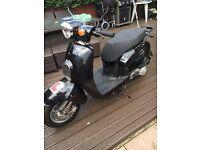 Daelim Besbi 125 scooter moped
