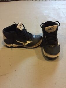 Mizuno 9 Spike Youth Franchise 7 Mid (Size 1)