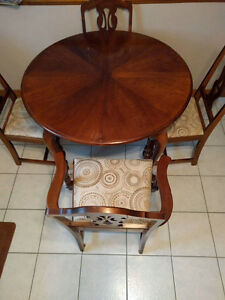 Table and chairs with a leaf