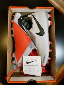 Nike Phantom VSN brand new Size9 with receipt and bag
