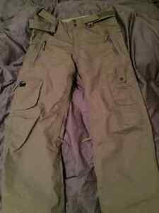 686 x Dakine Women's Snowboard Pants, Size S in Army Green