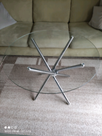 Roung glass table with chrome legs