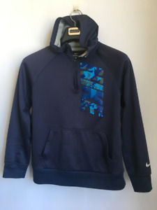 Boy's blue nike therma-fit hooded sweater