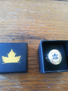 Toronto maple leafs collector's ring
