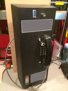 Fully functioning pay phone