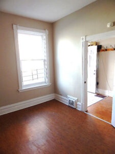 5 BEDROOM UNIVERSITY OF OTTAWA STUDENT HOUSE - BY WARD MARKET