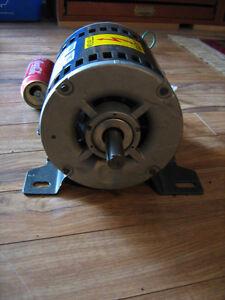 moteur électrique 3 phases shaft 3/4, 230 v, 1725 RPM,9,2 amp. Lac-Saint-Jean Saguenay-Lac-Saint-Jean image 3