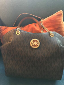 Michael kors authentic bag used for short time , looks as new