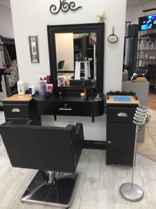 Chaise à louer pour coiffeur (euse) Salon de Coiffure Établi