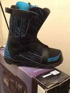 32 snowboarding boots