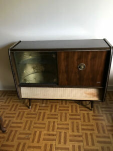 Armoires retro vintage/ bar and record player/tourne-disque