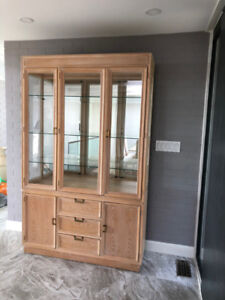 DISPLAY HIGH CABINET BY DREXEL IN TOP CONDITION