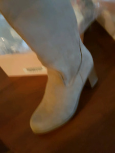 Block heel boots size 9 wide cafe but slim fit