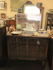 Ladie's 3 drawer dresser