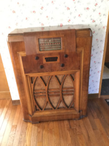 Floor model tube radio  Westinghouse model 785.  Mint. Works goo