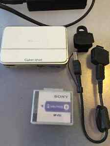Like New SONY Cyber Shot DSC-T2 Digital Camera- White Kitchener / Waterloo Kitchener Area image 2