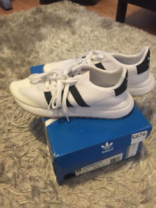 Like new Adidas Women's Flashback sneakers shoes size 5.5
