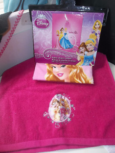 BRAND NEW PRINCESS SHOWER CURTAIN & HAND TOWEL