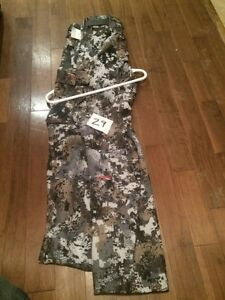 A pile of hunting clothing and accessories for sale Belleville Belleville Area image 3