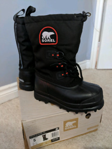 Never Worn Sorel Glacier XT Youth Boots Multiple Sizes
