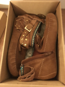 Uggs Chestnut Dakota Women's Shoes - Size 7