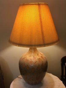 Large Designer Ceramic Lamp / Grande lampe en céramique