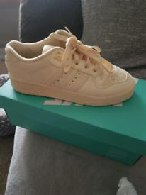 Women's Adidas Swede lemon size 6