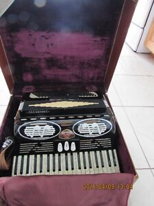 Accordeon Excelsior - Accordiana, Model 305 made in Italy