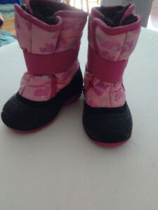 Snow boots size 5 baby girl