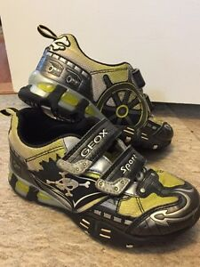Boys Geox Shoes Size 1 London Ontario image 1