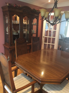 Oak Dining Room Table, Chairs and Hutch