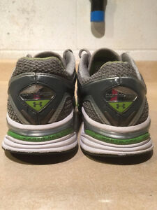 Women's Under Armour FootSleeve Running Shoes Size 9.5 London Ontario image 3