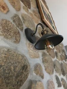 Deux luminaires muraux (style industriel)