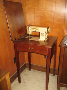 Vintage White Zig Zag Sewing Machine with Wood Stand