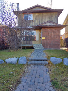 Beautiful Furnished Two Storey House beside Shawnessy Train Stn