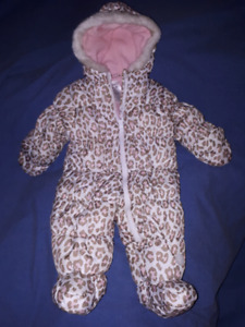 Carter's Baby Girl Snowsuit Size 6-9mts Like New
