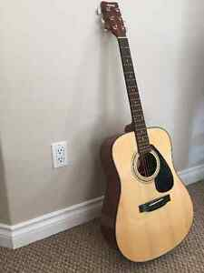 Yamaha F325D entry level guitar. Almost new - perfect condition