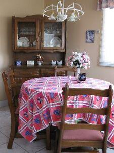 table, chaises cuisine, buffet/vaisselier en bois naturel