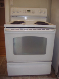G E Self cleaning White Stove