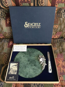 Pewter green marble cheese tray with matching knife West Island Greater Montréal image 2