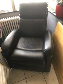 Recliner massaging chair
